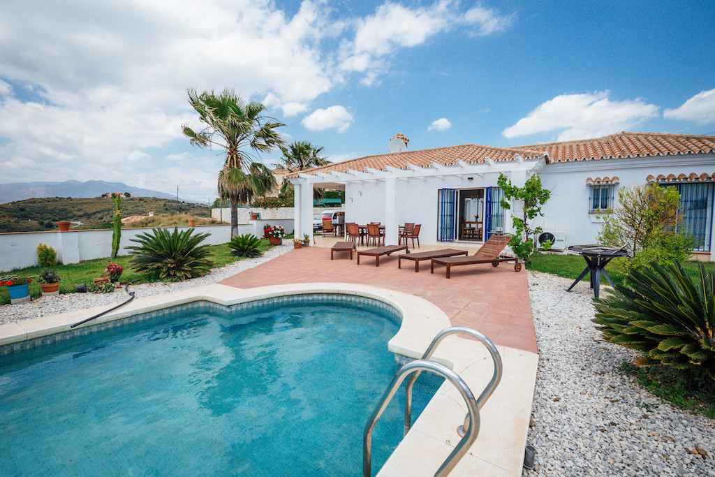 Panoramic views! Beautiful villa in excellent condition in just one level. Located in peaceful area ,Spain