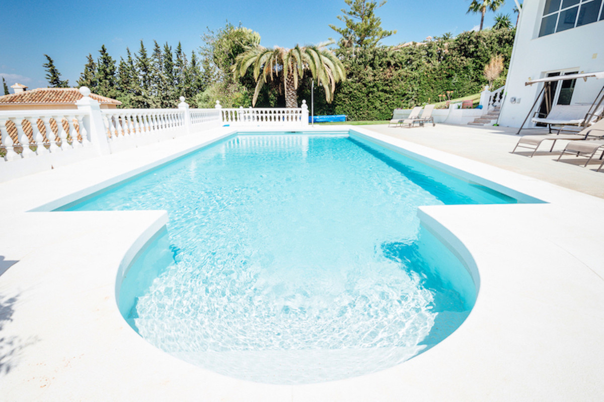 Beautiful and peaceful villa in urb. Sierrezuela, Panoramic views, southwest orientated. Located Las,Spain