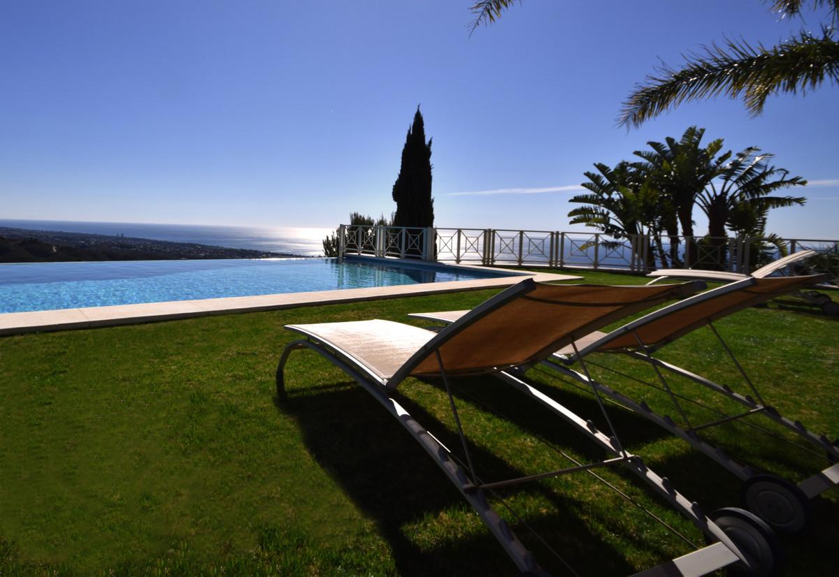 Marbella Banus Villa – Chalet en Venta en Los Monteros – R3477397
