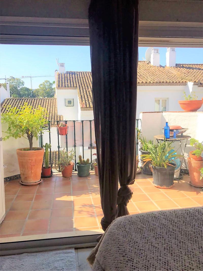 Top Floor Apartment in El Paraiso