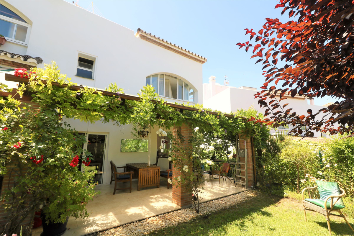 COZY FAMILY TOWNHOUSE with three spacious bedrooms and views to the sea, just a short walk to the be,Spain