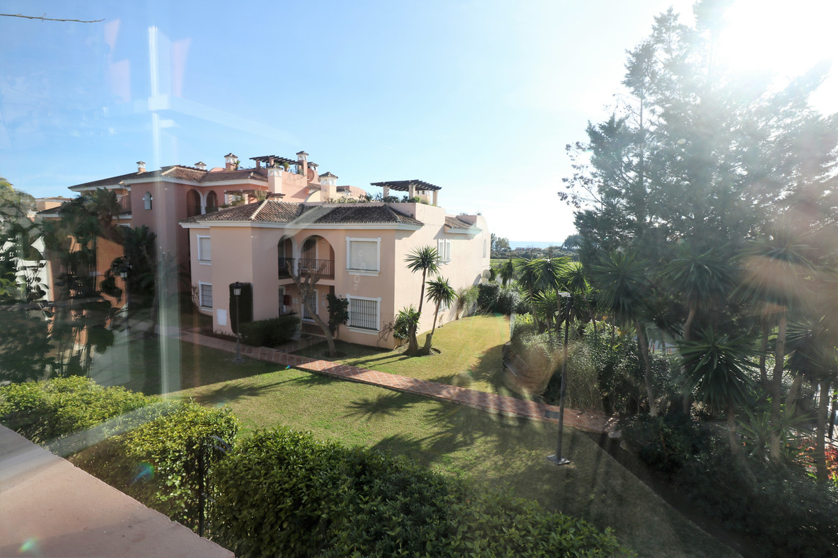 Marbella Banus Apartamento Planta Media en Venta en Costalita – R3598604