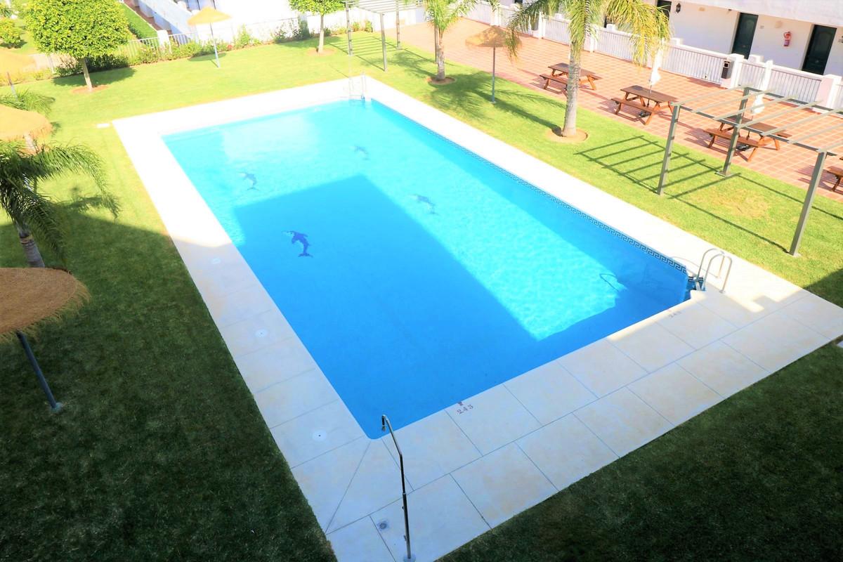 R3810490   Penthouse in Estepona – € 89,000 – 1 beds, 1 baths