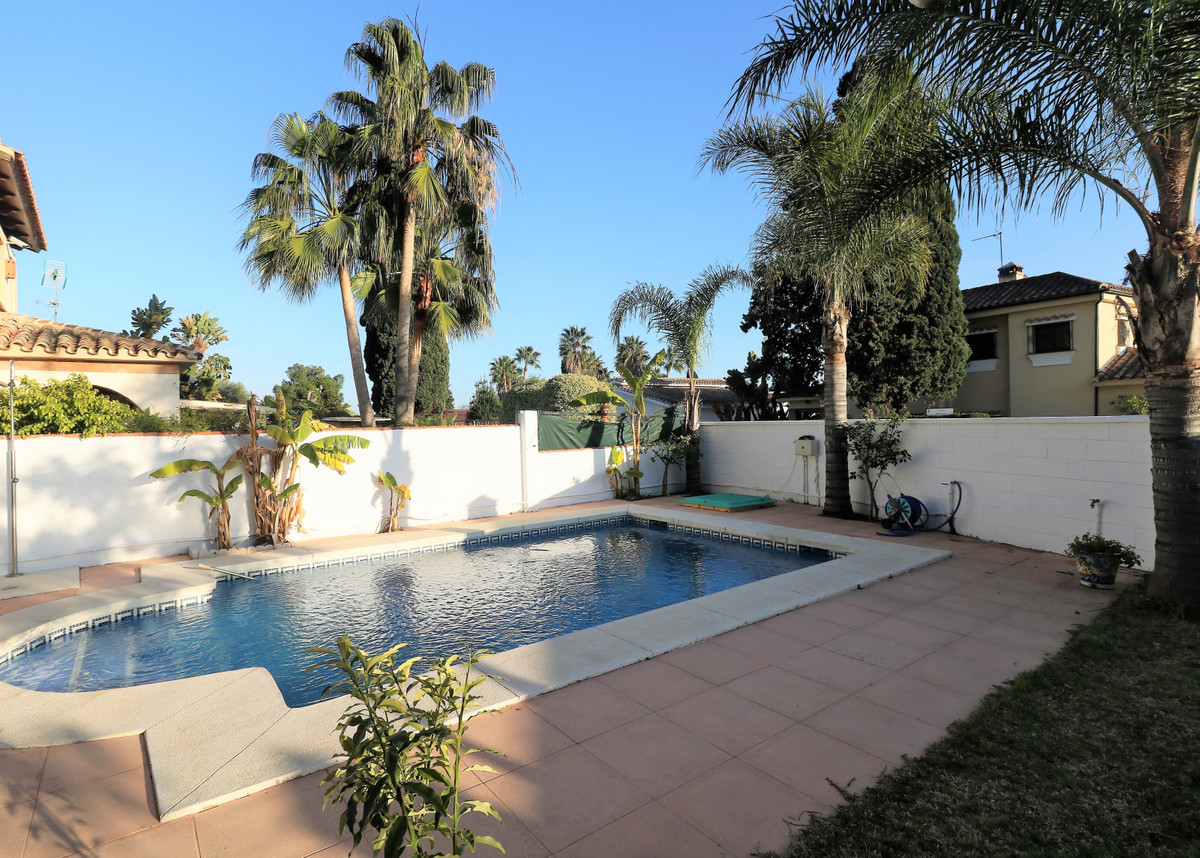 Marbella Banus Villa - Villa for sale in Costalita – R3585439