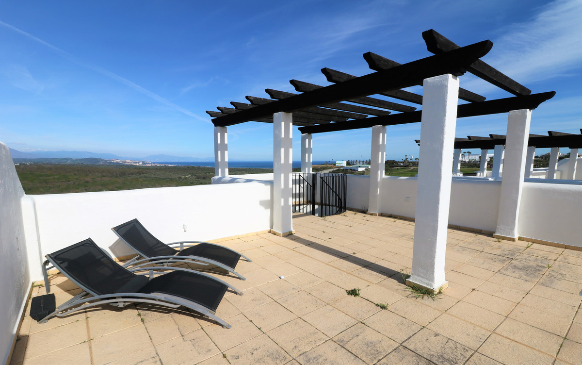 AMAZING penthouse on the first line of golf in Alcaidesa with breathtaking views to the sea. This ve,Spain