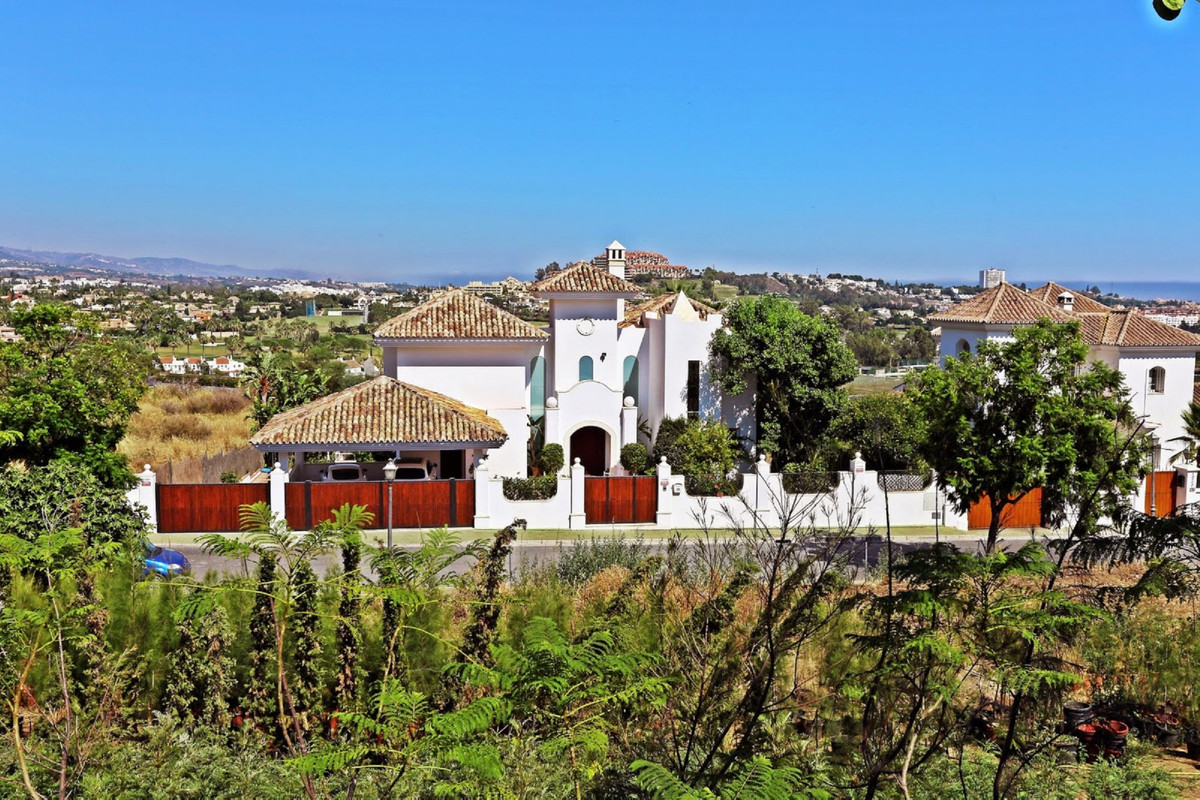 Detached Villa, Benahavis, Costa del Sol. 4 Bedrooms, 5 Bathrooms, Built 484 m², Garden/Plot 900 m²., Spain
