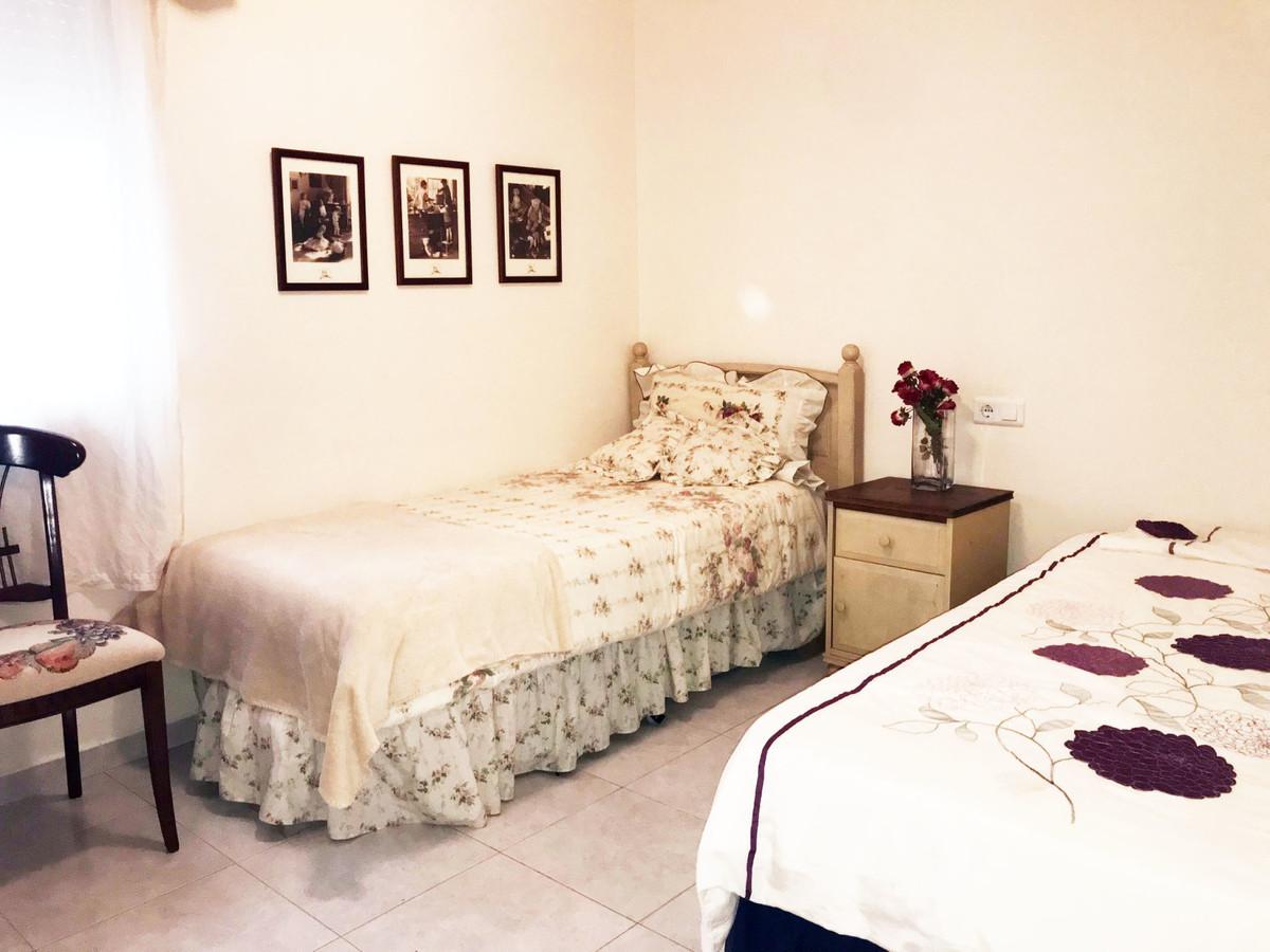 Apartment - Middle Floor, Estepona, Costa del Sol. 2 Bedrooms, 1 Bathroom, Built 82 sqm, Terrace 4 sSpain