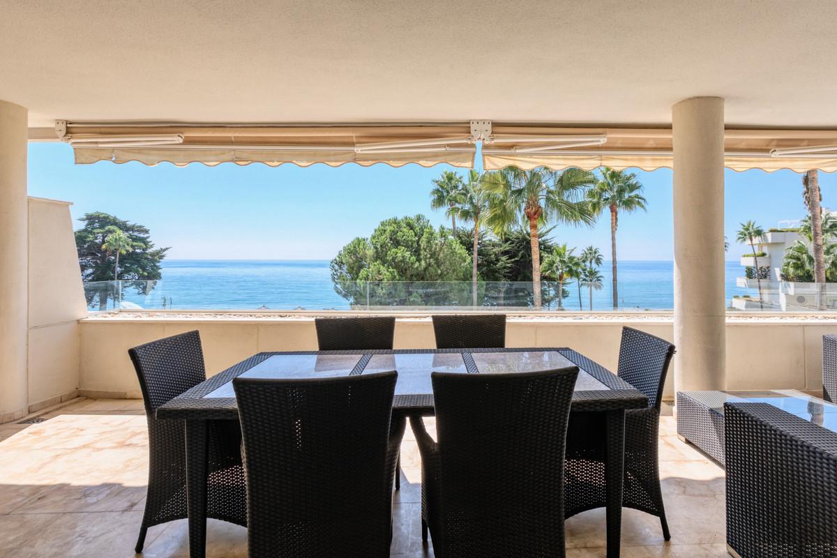Middle Floor Apartment, Estepona, Costa del Sol. 3 Bedrooms, 2 Bathrooms, Built 144 m², Terrace 66 m,Spain