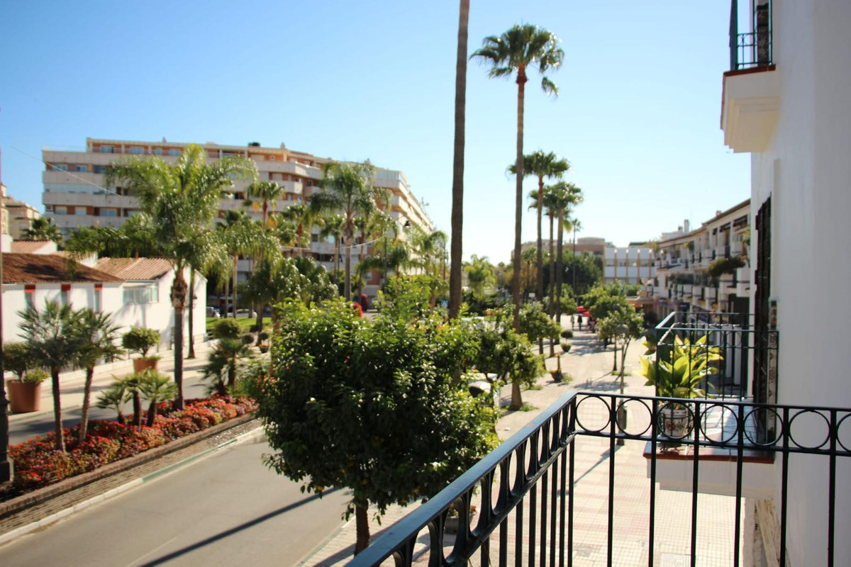 Townhouse, Estepona, Costa del Sol. 3 Bedrooms, 2 Bathrooms, Built 144 m², Terrace 29 m².  Setting :, Spain