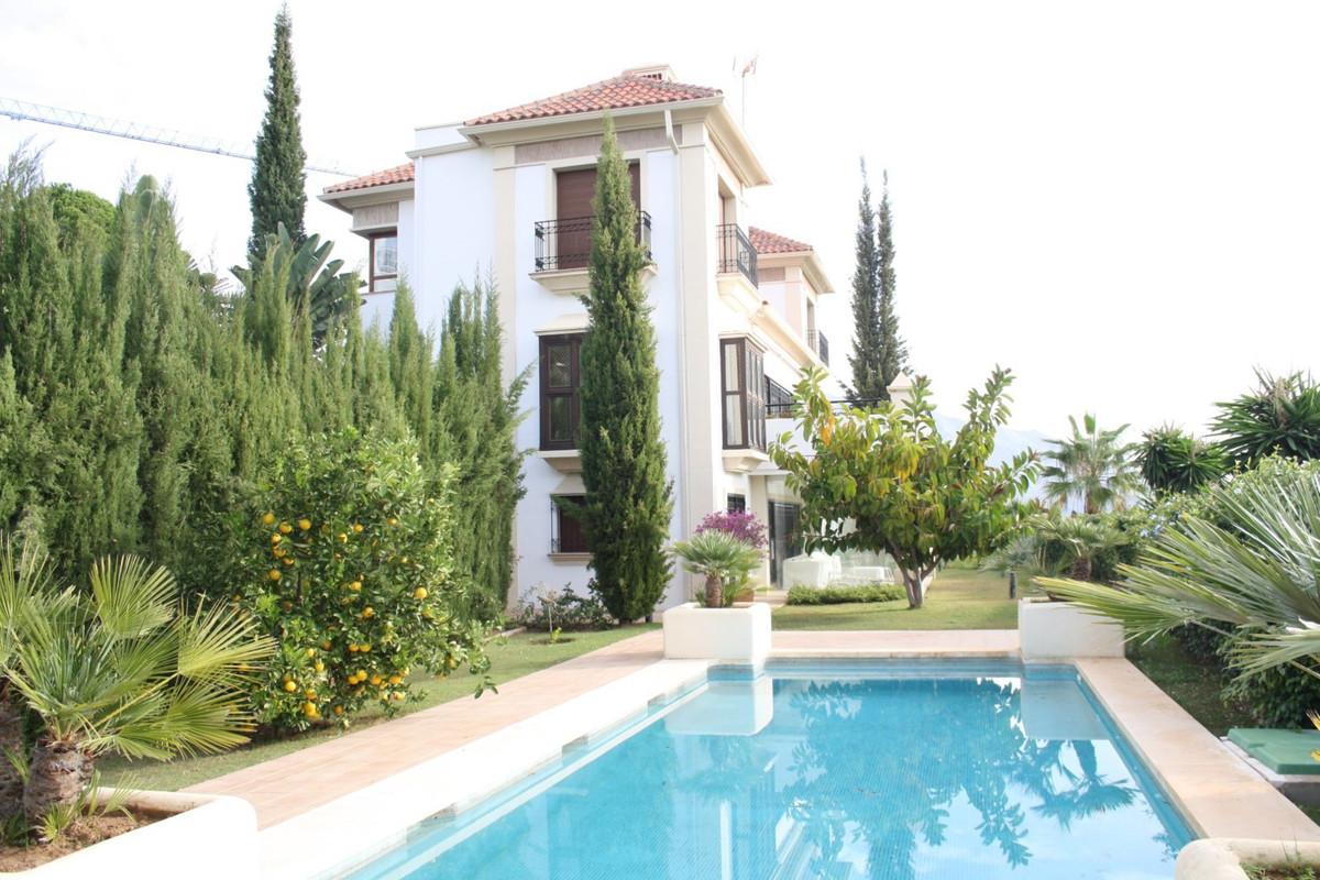 Marbella Banus Villa en Venta en Los Arqueros – R2791262