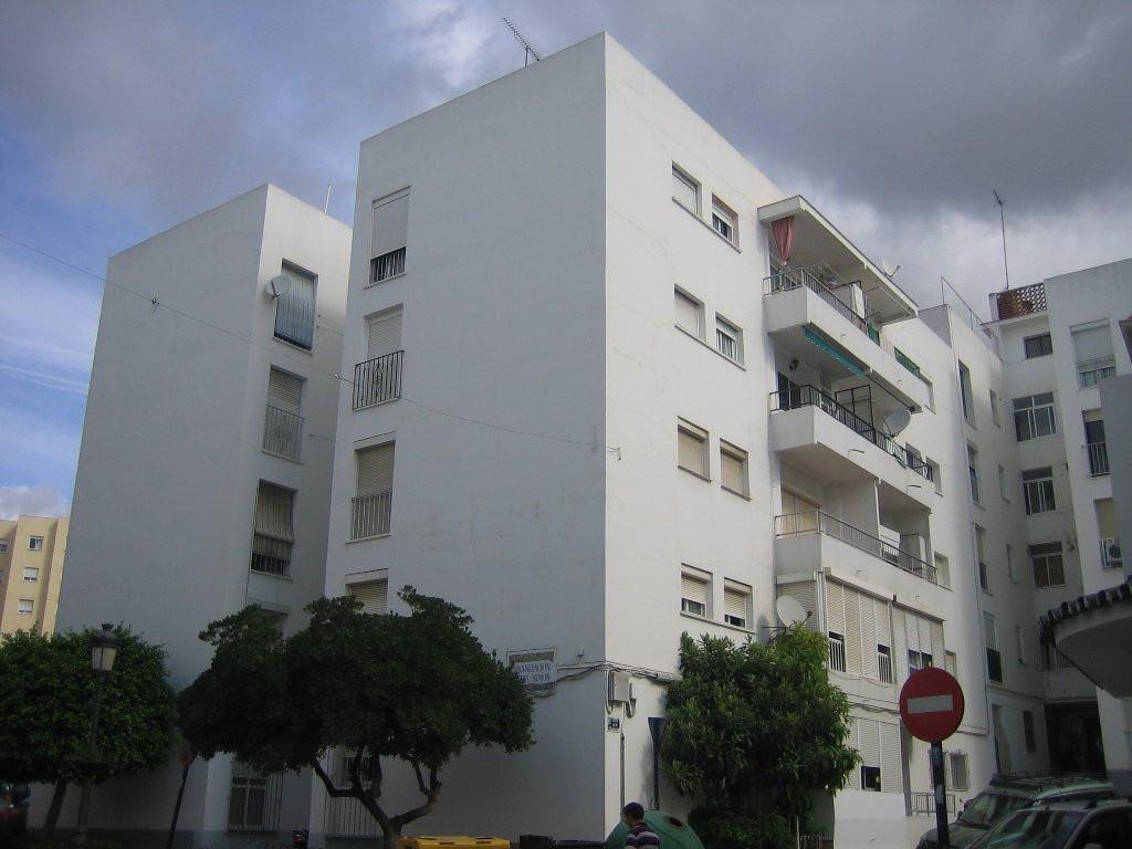 Apartment - Middle Floor, Estepona, Costa del Sol. 3 Bedrooms, 1 Bathroom, Built 90 sqm, Terrace 6 s,Spain