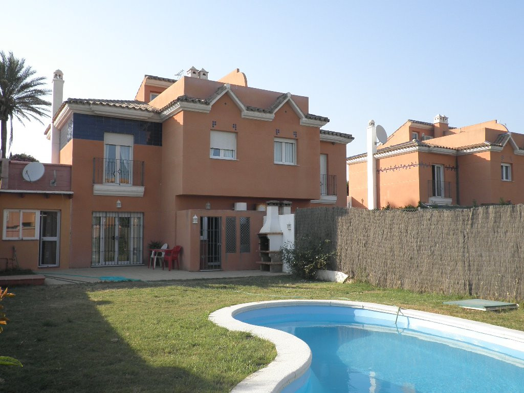 Townhouse - Semi Detached, Estepona, Costa del Sol. 4 Bedrooms, 2.5 Bathrooms, Built 130 m², Terrace, Spain