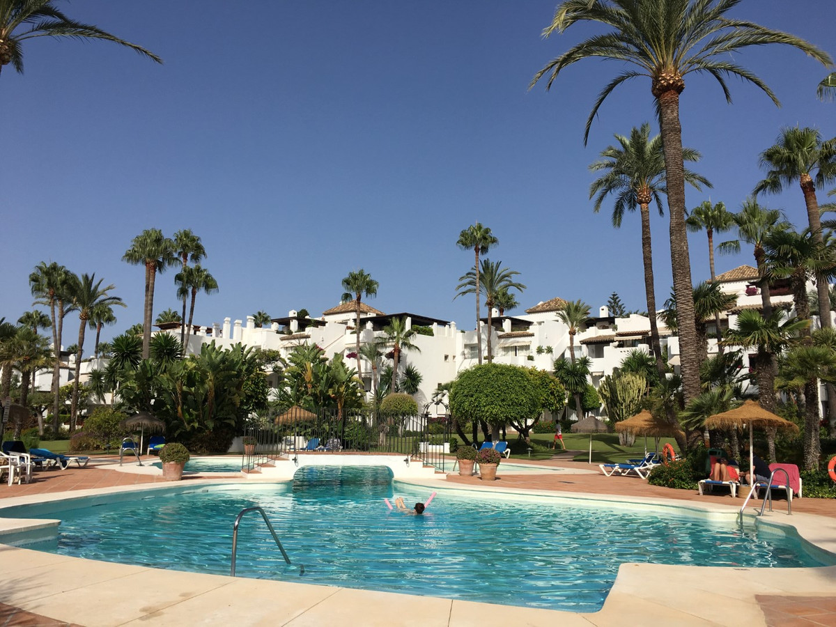 Middle Floor Apartment, Estepona, Costa del Sol. 2 Bedrooms, 2 Bathrooms, Built 120 m², Ter, Spain