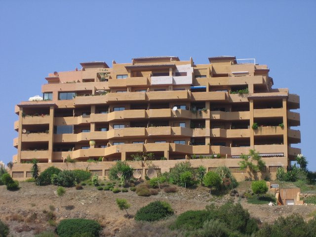 Apartment in Estepona R32883 2