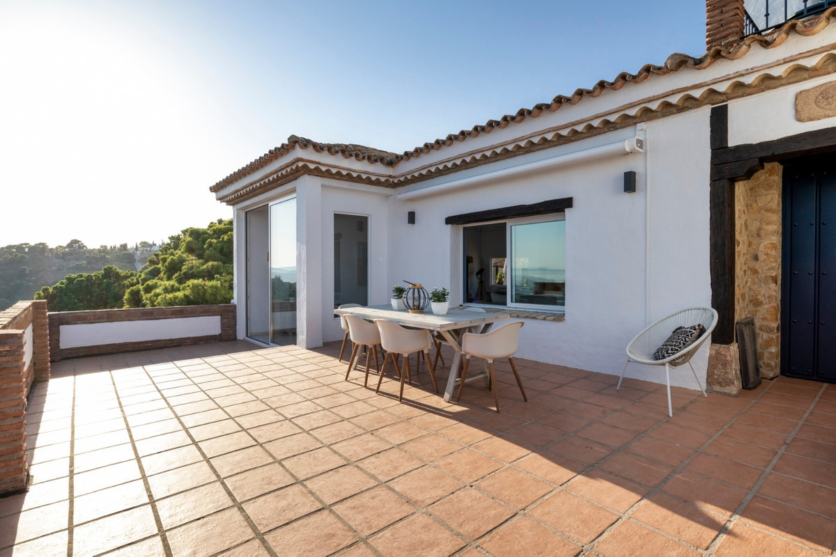 R99314 | Detached Villa in Estepona – € 1,125,000 – 3 beds, 3 baths