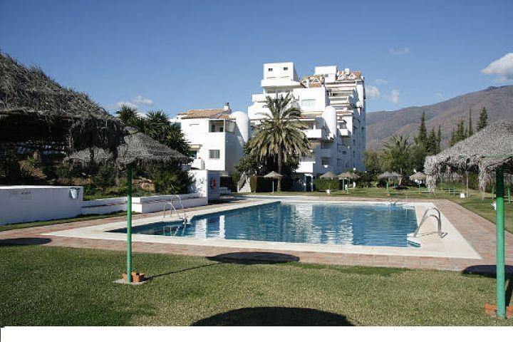 FACING EAST, MORNING SUN, COMPLEX IN FIRST LINE BEACH.  Middle Floor Apartment, Estepona, Costa del Spain
