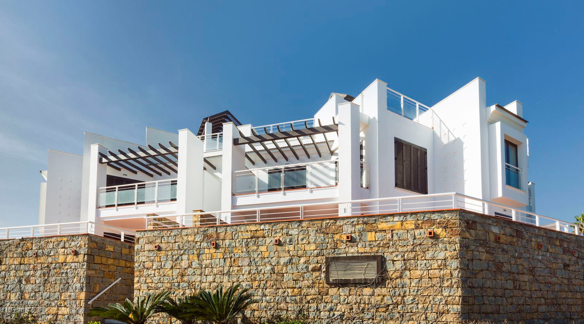 Penthouses of 1 and 2 bedrooms with large terraces and solarium and two-bedroom apartments, all with, Spain