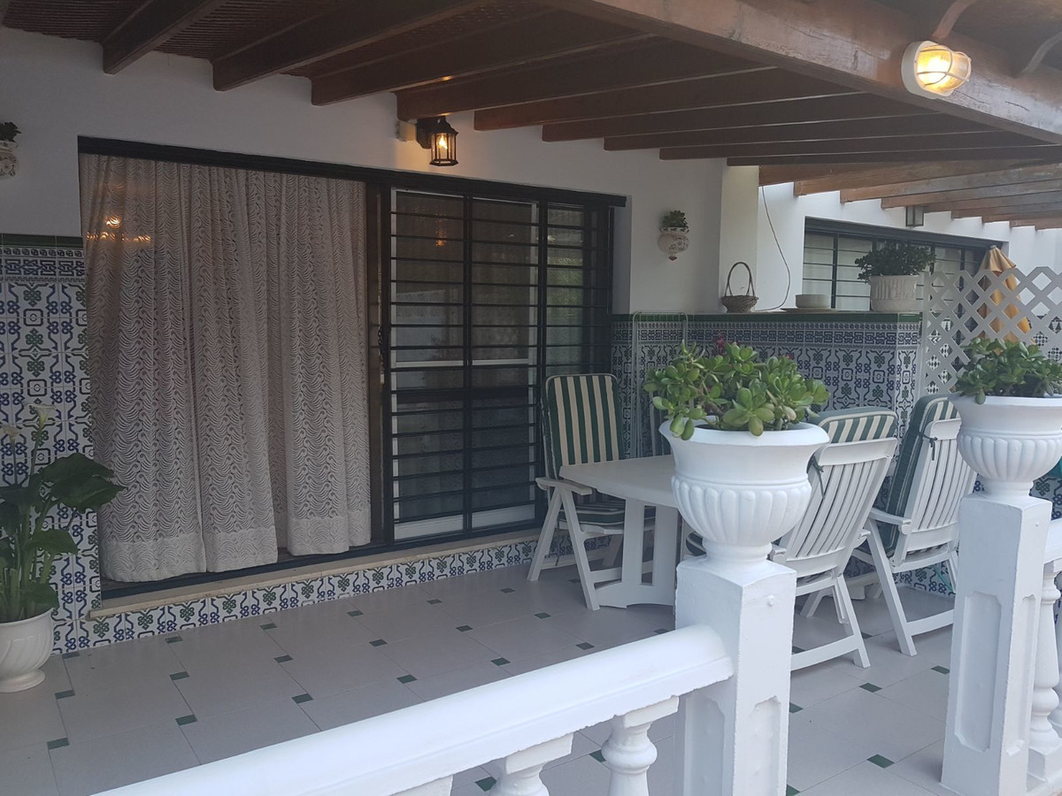 Ground Floor Apartment, Estepona, Costa del Sol. 3 Bedrooms, 2 Bathrooms, Built 90 m², Terrace 80 m², Spain