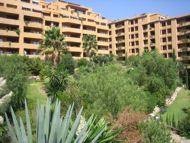 Apartment - Middle Floor, Estepona, Costa del Sol. 2 Bedrooms, 2 Bathrooms, Built 75 sqm, Terrace 18, Spain