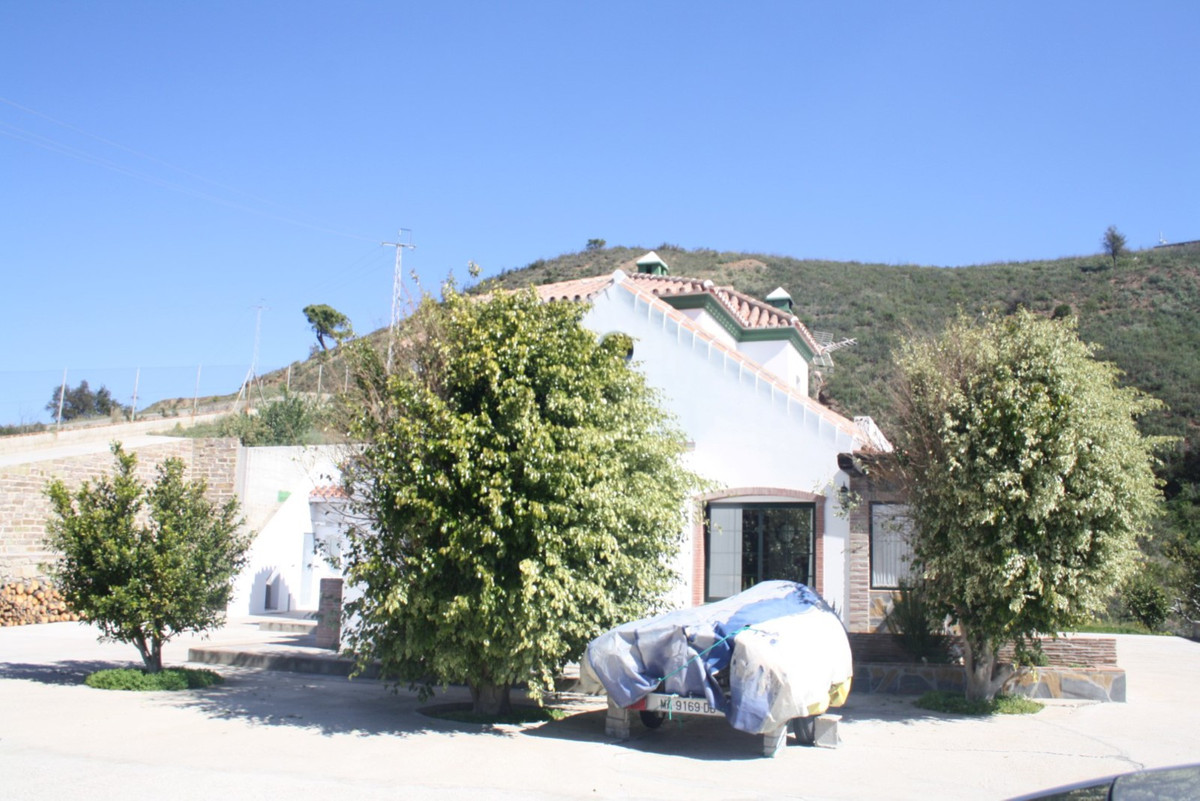Rural property located in Los Reales , the town of Estepona minutes city center. This beautiful coun, Spain