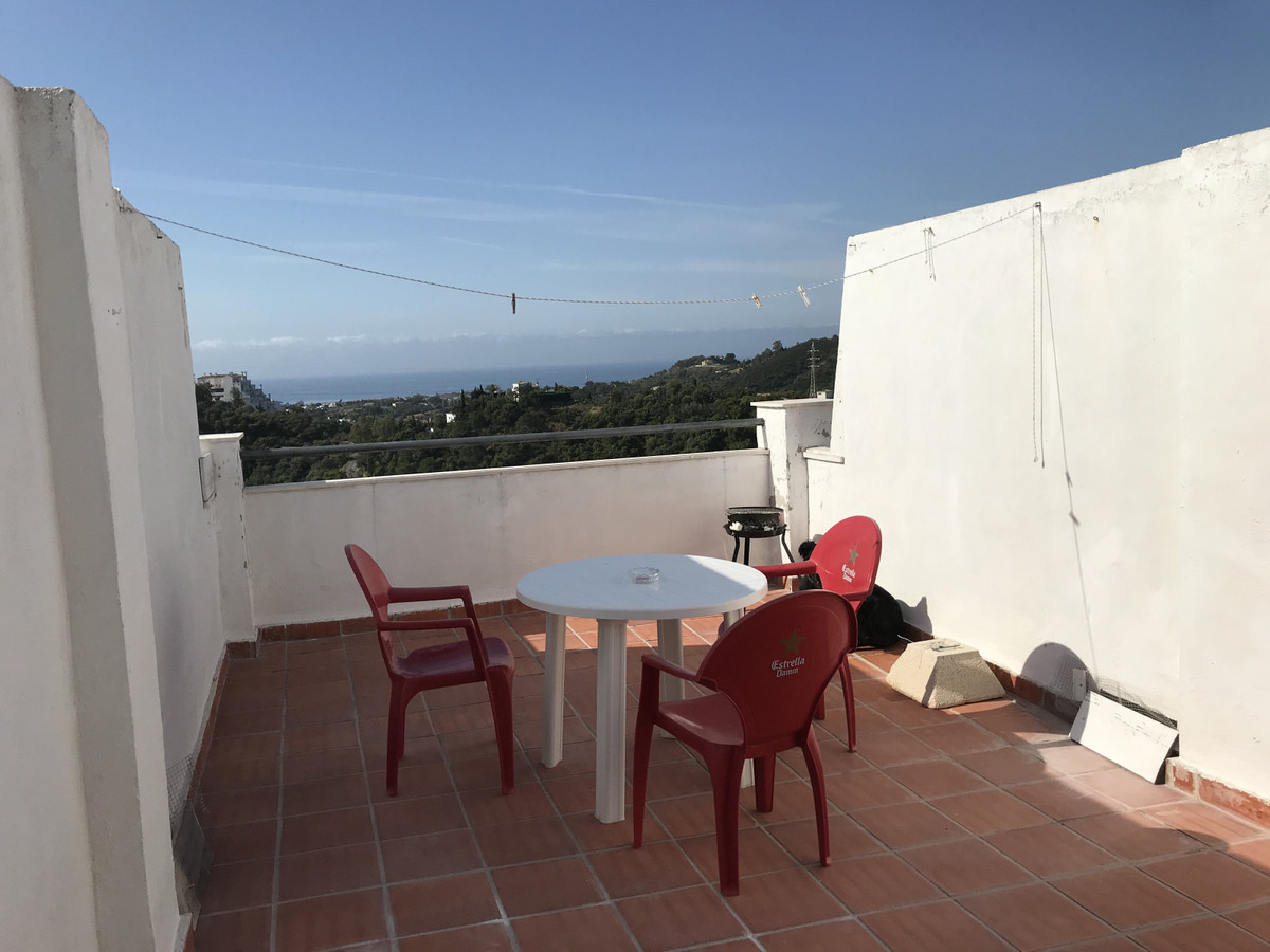 R3416437 | Middle Floor Apartment in Estepona – € 95,000 – 1 beds, 1 baths