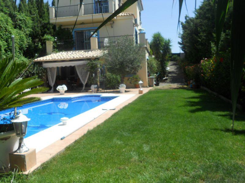Villa – Chalet en venta, Estepona – R3250033