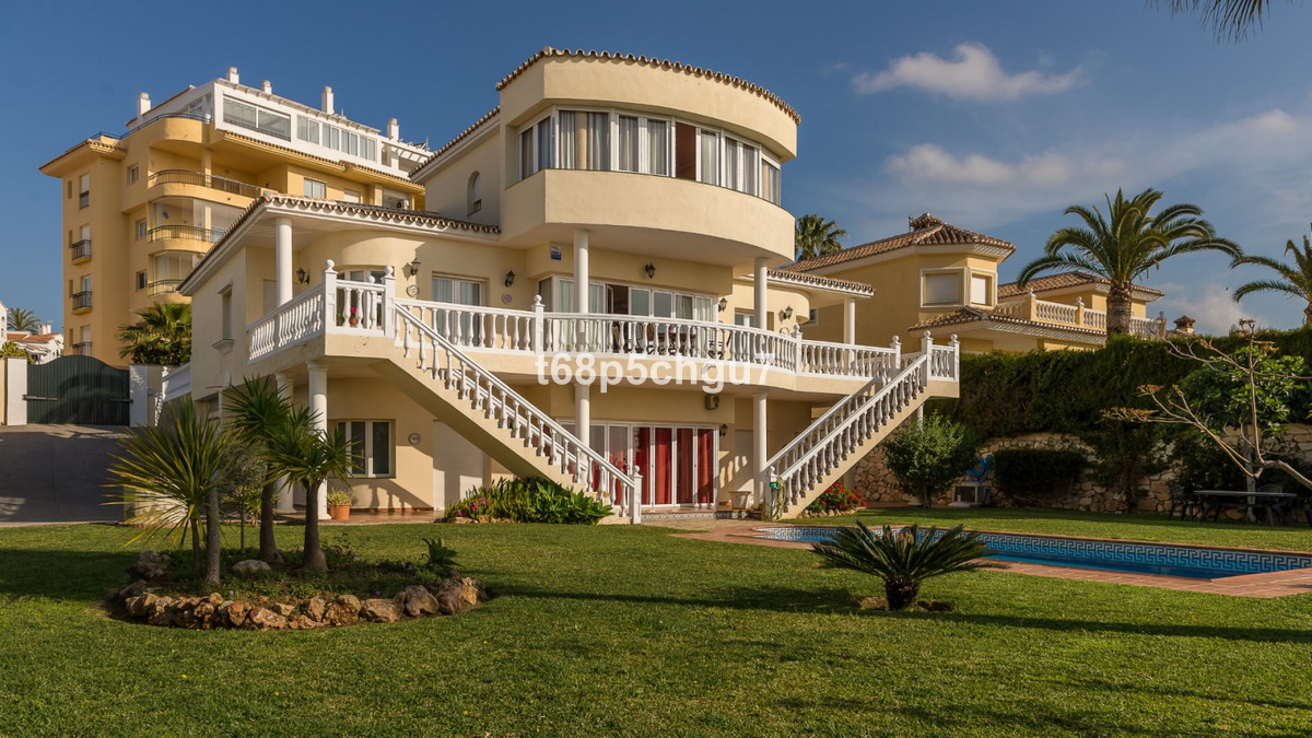 This is the rare opportunity to purchase one of the last remaining detached viilas in the boosting a, Spain