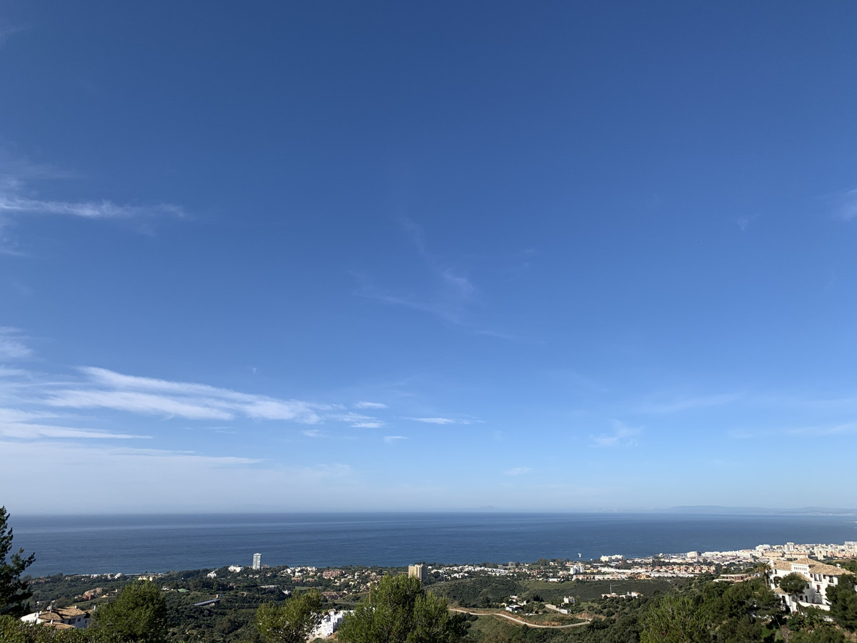 Plot of land with incomparable views, green area in front. Quiet place, 10 minutes from Marbella cen,Spain
