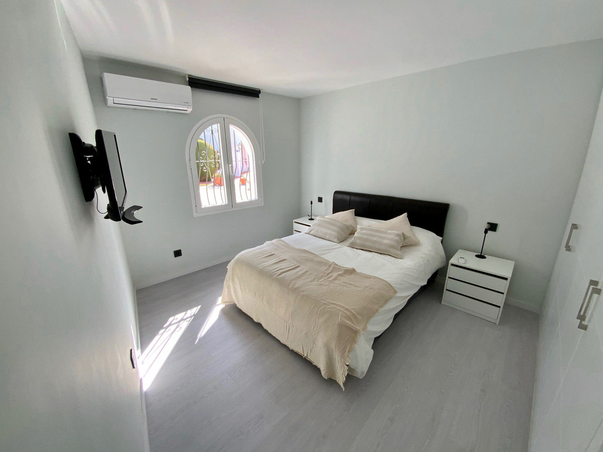 Magnificent apartment recently renovated, at street level and with views of the sea and the Strait o,Spain