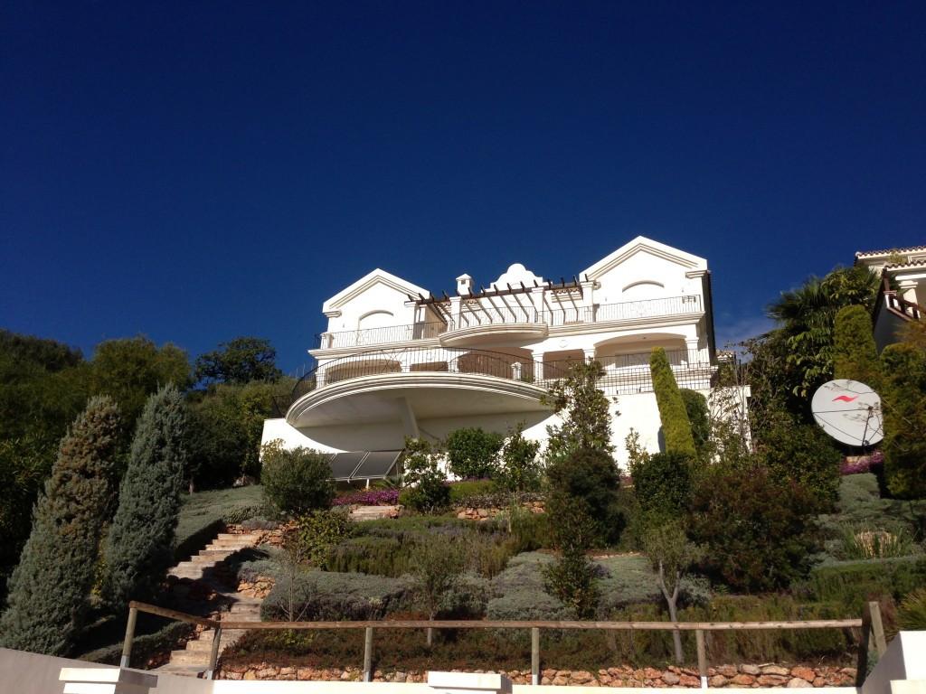 Marbella Banus Villa – Chalet en Venta en Altos de los Monteros – R2116109