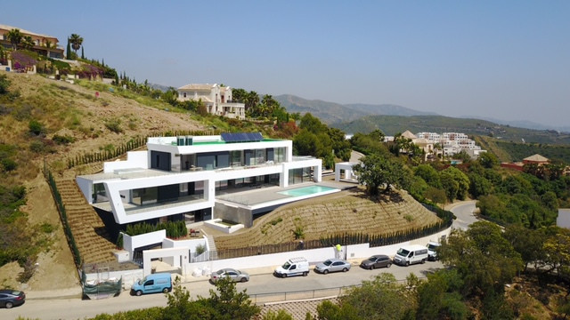The urbanization offers security, tranquility and unparalleled views, south facing, green area in fr,Spain