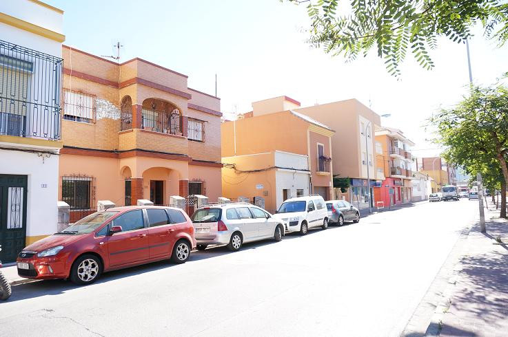 "Cosy semi-detached typical Andalucian style house, with big ""patio with porche"" entrance a, Spain"