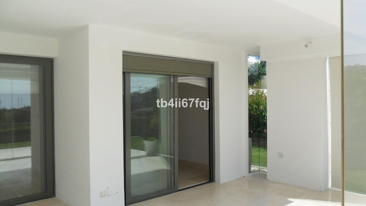 R3606635 - 36