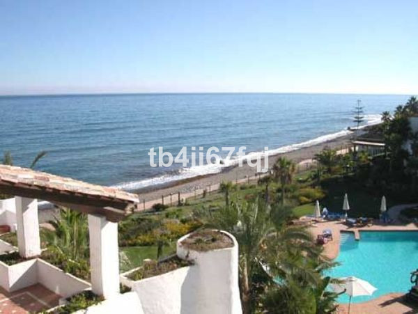 Fabulous luxury front line beach apartment in one of the most prestigious urbanisations near the Pue, Spain