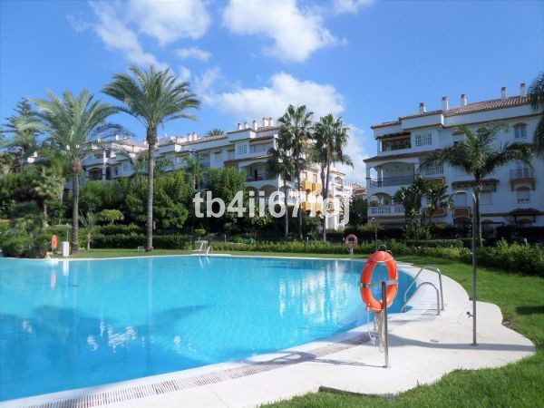 Perfect apartment, on a ground floor, in Hacienda Naguelles, Marbella Golden Mile. With 4 bedrooms, , Spain