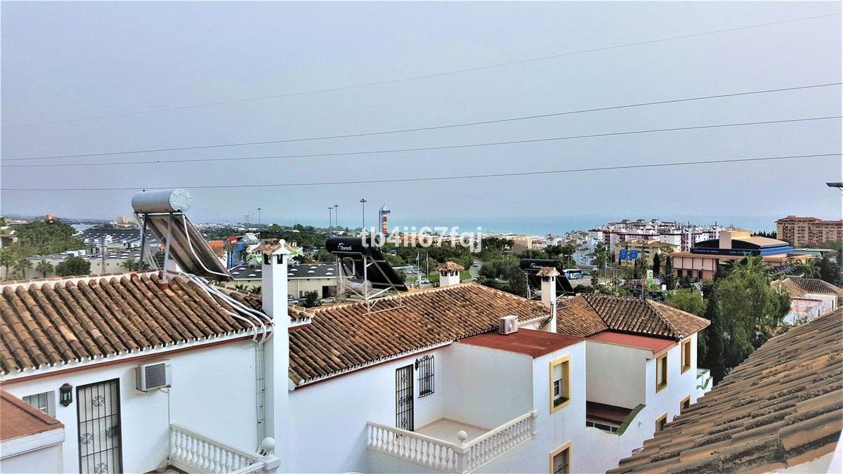 Magnificent terraced house, 2 minutes walk from the well known shopping center La Canada.   This pri,Spain