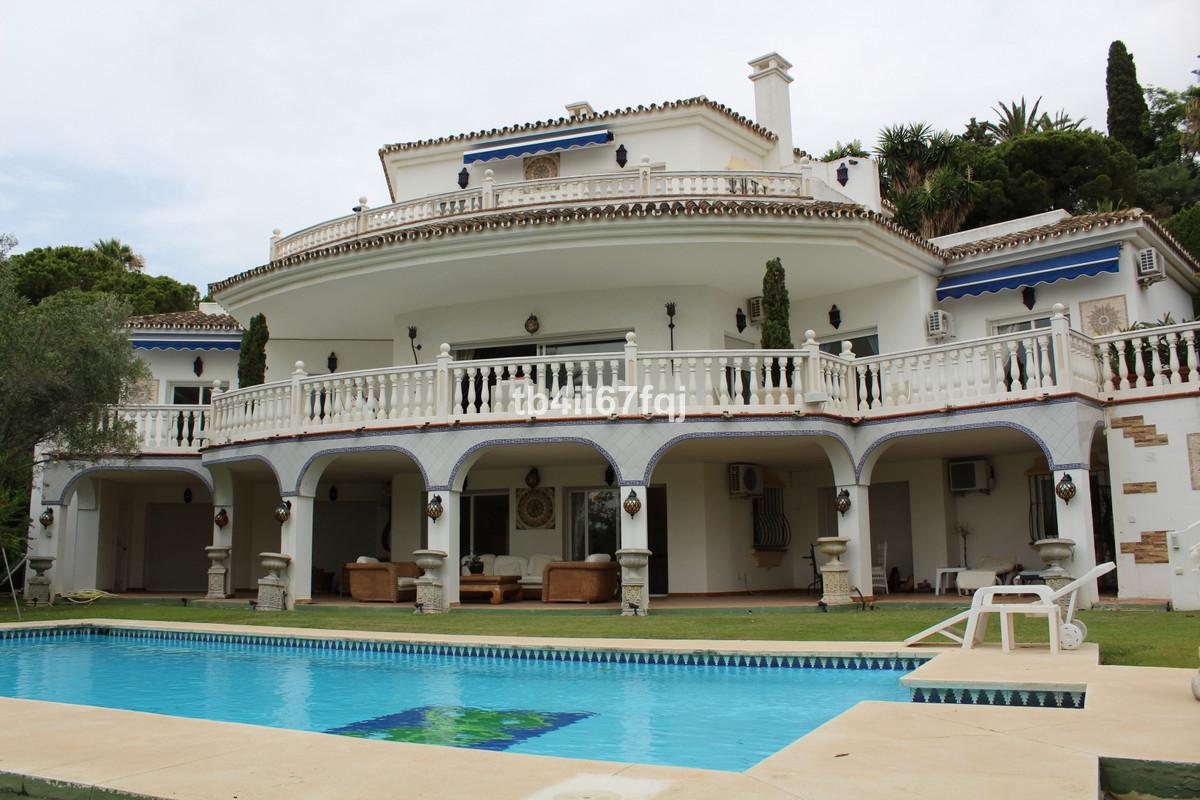 Detached Villa for sale in El Paraiso R3470938