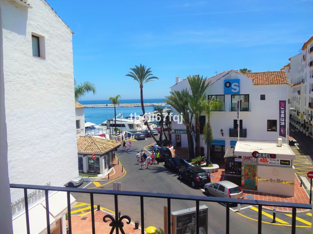 Spectacular apartment in Puerto Banus in a quiet area, just at the entrance of the port, completely ,Spain