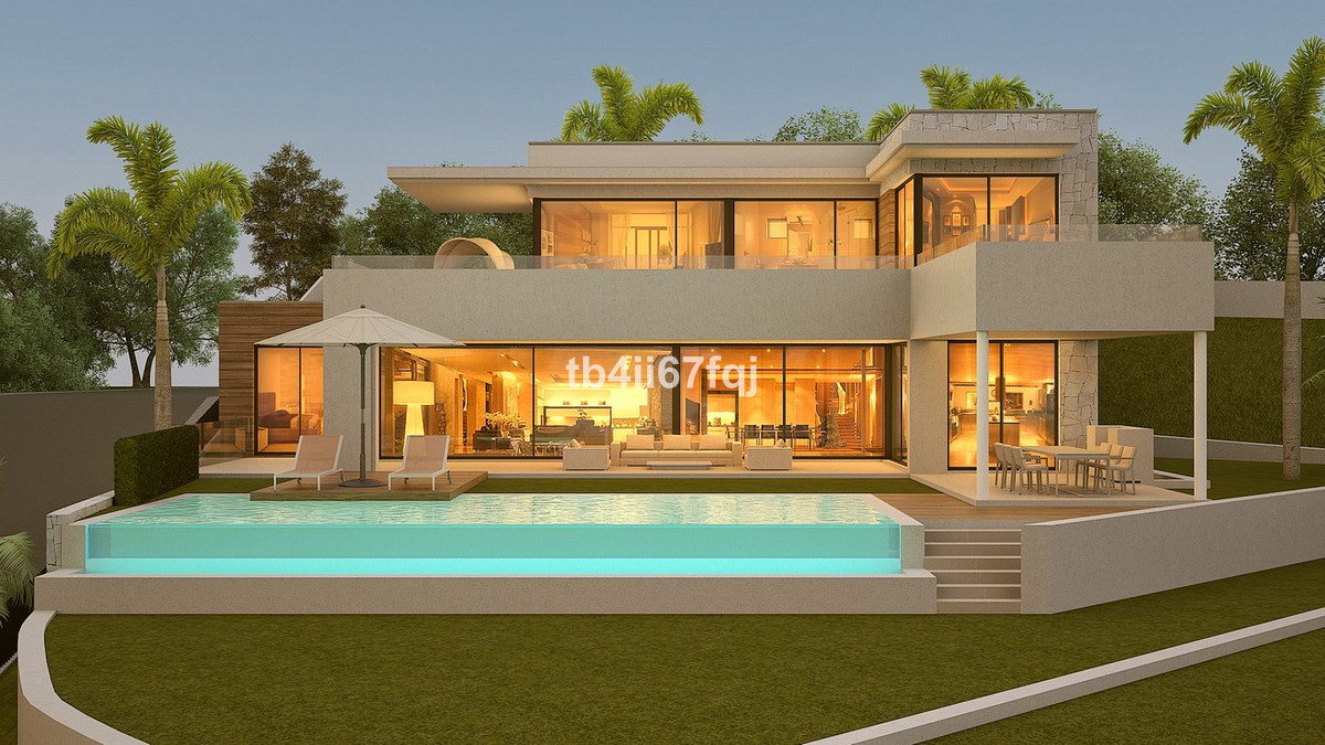 Magnificent plot in La Alqueria, Benahavis. With 1,241'1 m2 of plot and more than 285.45 m2 buil, Spain