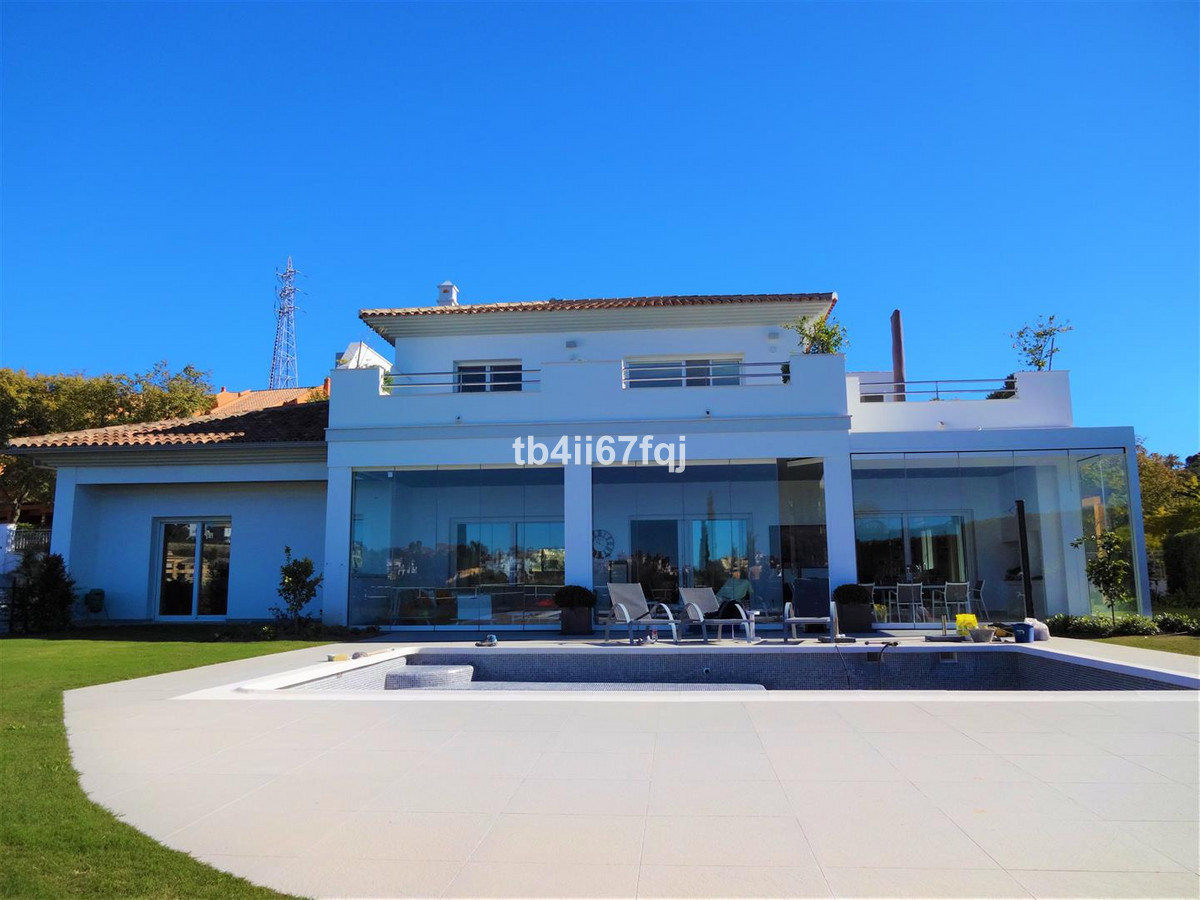 Beautiful modern villa recently built with excellent views of the sea and the Santa Maria Golf cours, Spain