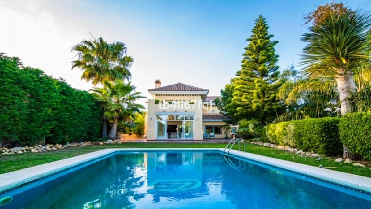 Magnificent villa in Rio Real. Marbella East. With 4 bedrooms and 5 bathrooms. South orientation. 44, Spain
