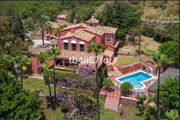 Luxurious Andalucian style Villa, with proportions of Mansion, located in La Quinta.Vega Colorado.Be,Spain