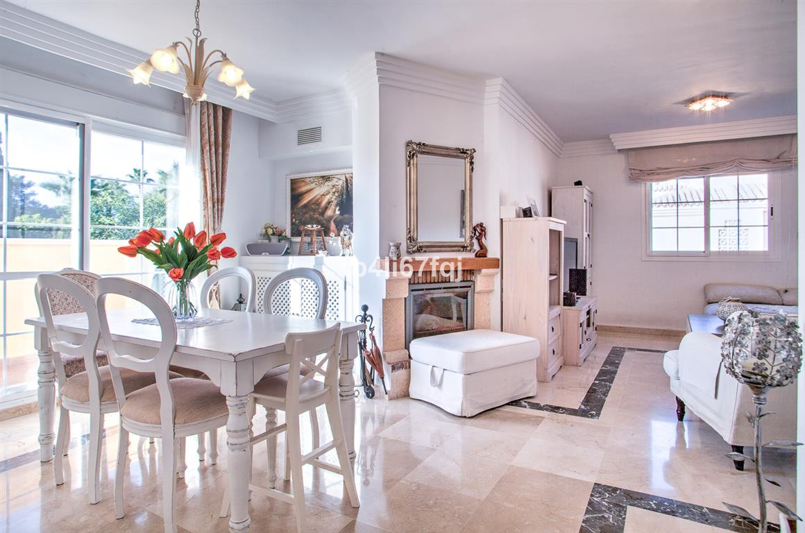 Golf & tranquility lovers.  Wonderful 4 bedroom penthouse unique in the complex, within walking ,Spain