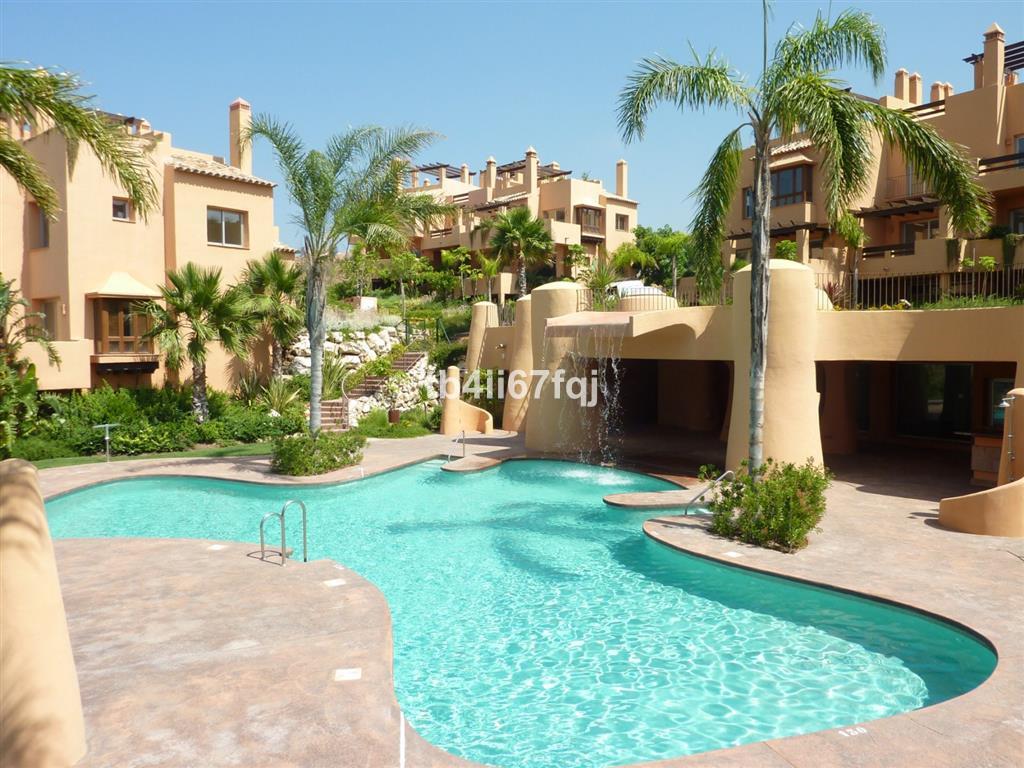 Fabulous townhouse with 3 bedrooms and 3 bathrooms within a gated and well maintained luxury develop, Spain