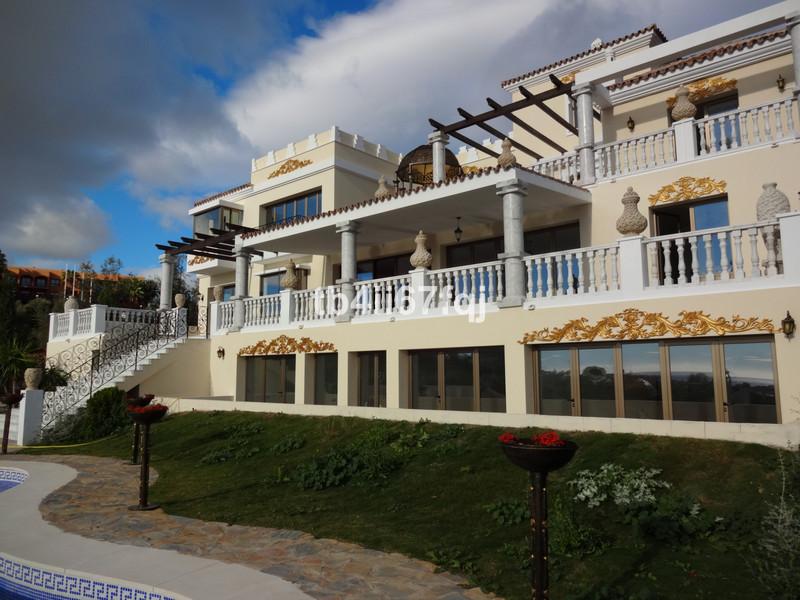 Detached Villa in Los Flamingos for sale