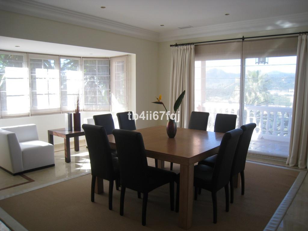 Villa for sale in Monte Halcones