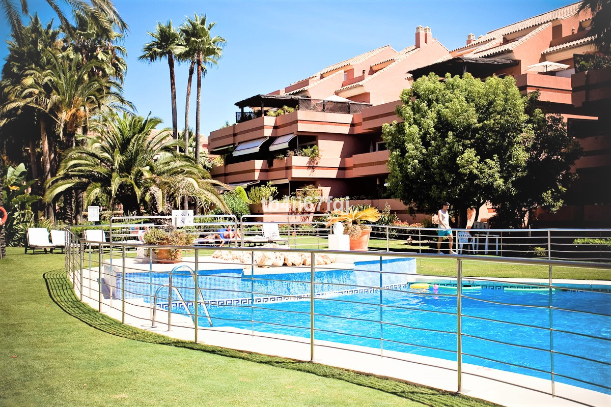 Impeccable 4 bedroom apartment in an exclusive gated complex of 214 apartments. The large green area,Spain