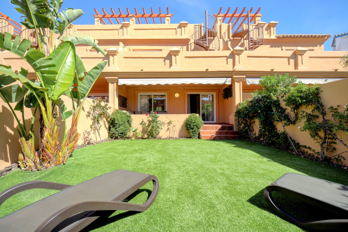 Beautiful townhouse in Estepona, only 400 m to the beach, have a private garden with sea view. Townh,Spain