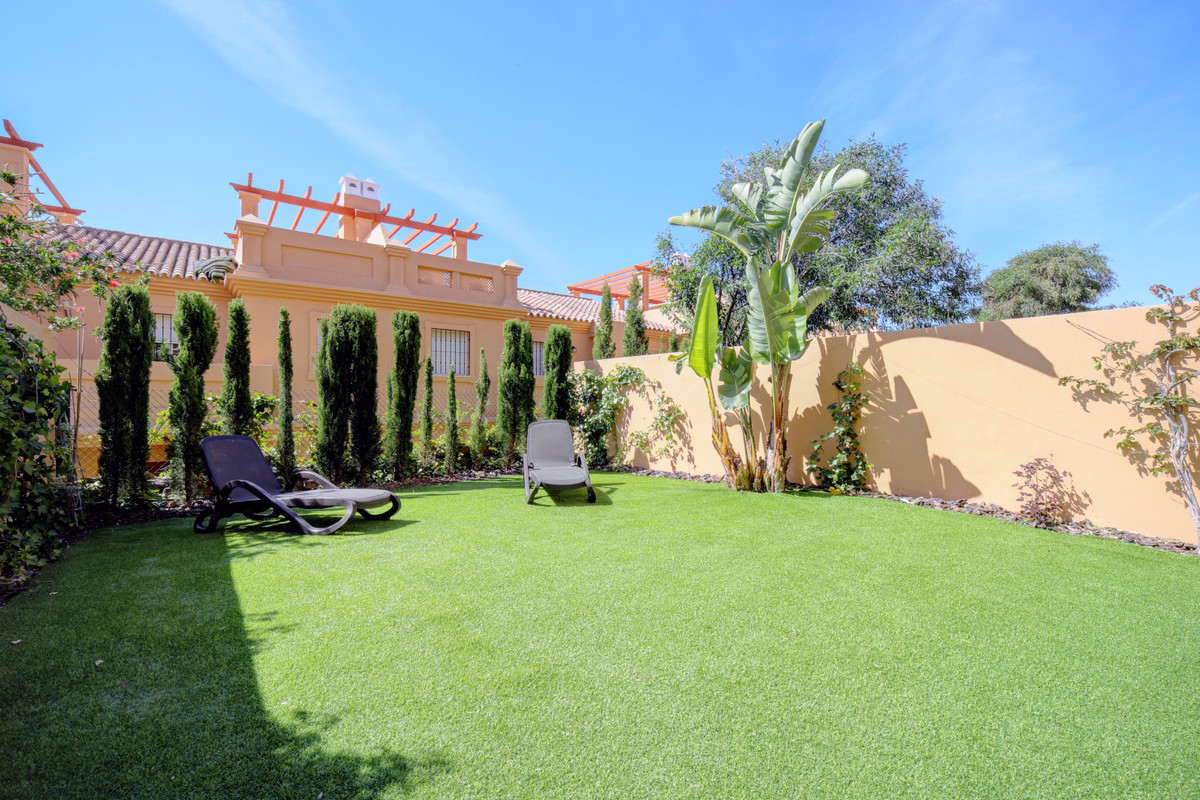 Beautiful townhouse in Estepona, only 400 m to the beach, sea view from the top floor. Townhouse hav, Spain