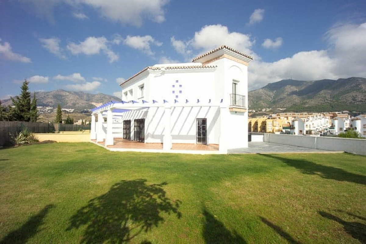 Spectacular townhouse in the upper part of Torreblanca and just 5 minutes from the beach and the hig, Spain